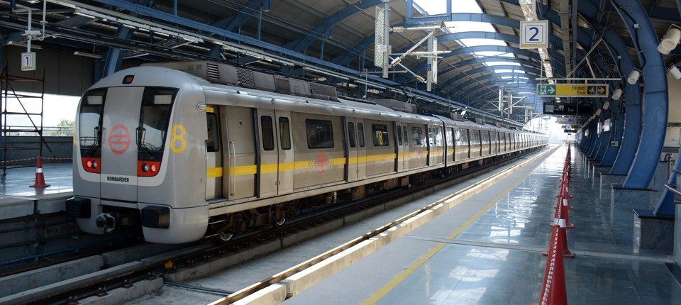 delhi-metro-trainonrails.jpg